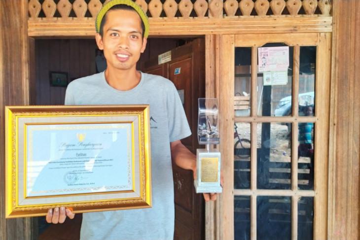 Perjuangan Parlihan, balian muda entaskan warga adat dari buta aksara