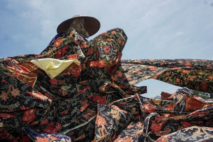 Batik a symbol of Indonesia's soft power diplomacy: Marsudi
