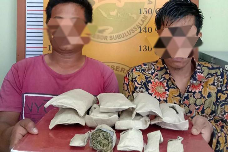 Polisi tangkap dua pemilik ratusan gram ganja kering siap edar