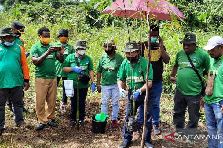 Pemkab Wondama bersama TNI dan Polri gelar aksi peduli lingkungan