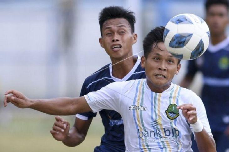 Pertandingan sepak bola Jabar melawan Kaltim