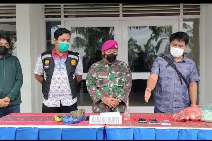 Prajurit Petarung Harimau Putih Yonif 8 Marinir tangkap pemilik ganja