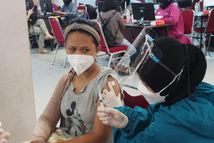 Lantamal V gelar serbuan vaksinasi COVID-19 di Central Mall Surabaya