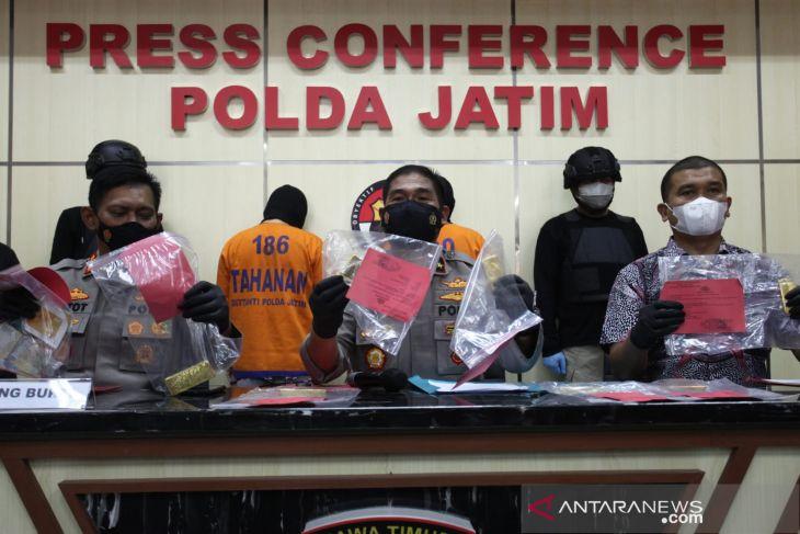 Polisi ringkus dua pelaku penggelapan tujuh batang emas murni senilai Rp6 miliar