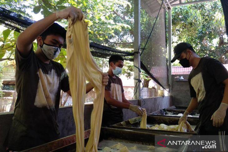 Studio pencelupan kain di Buleleng makin sukses saat pandemi