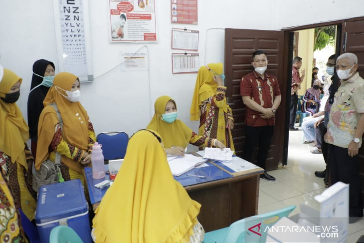 Bupati Asahan kunjungi vaksinasi di sejumlah Puskesmas
