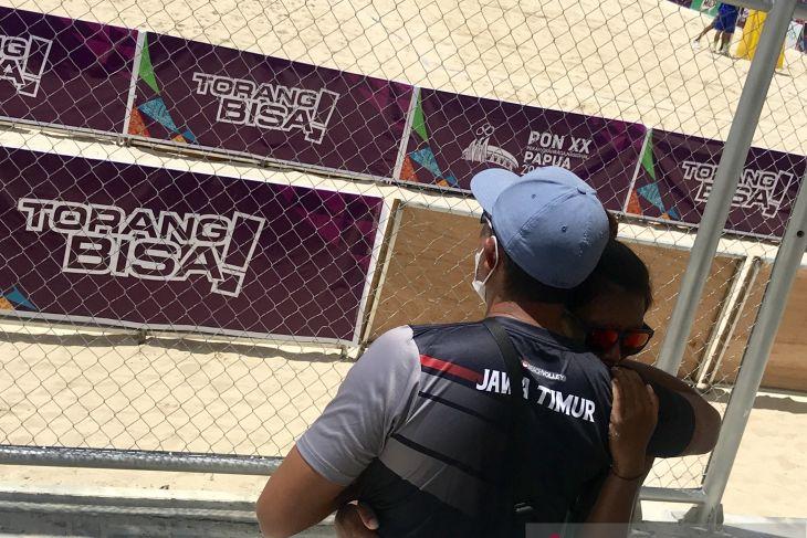 PON Papua - Dikalahkan NTB,  pemain voli pasir putri Jatim diminta fokus perunggu