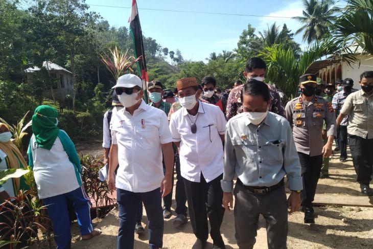 Menteri PPN/Bappenas tinjau lokasi banjir Talumelito-Gorontalo