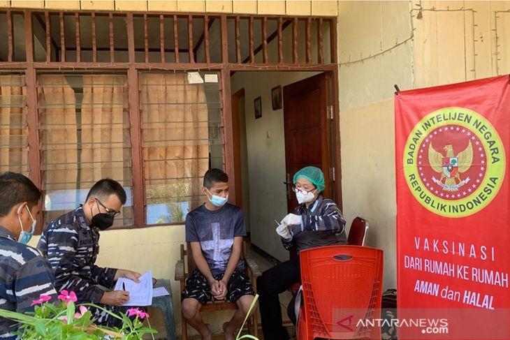 BIN - Lantamal Ambon gelar vaksin door to door di Ambon perangi corona
