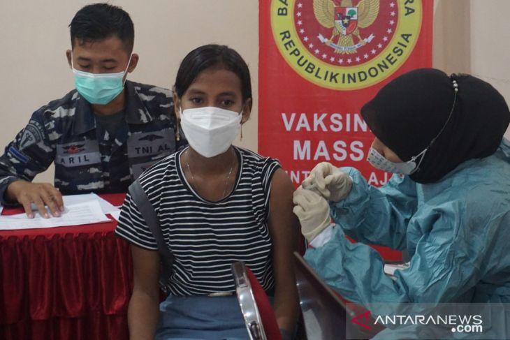 Lantamal IX ikut dorong PTM di Ambon dengan vaksinasi perangi COVID -19