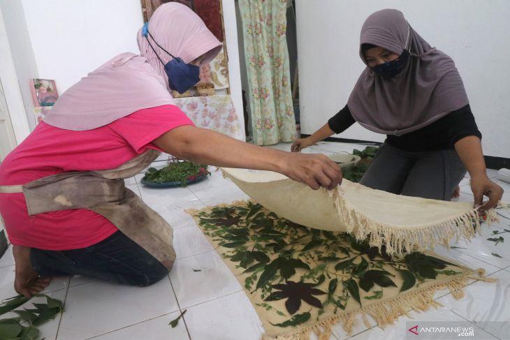 Produksi Sajadah Ecoprint