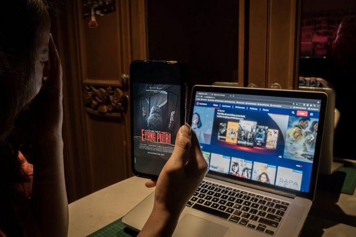 MAXstream Rilis 'Eyang Putri', Film Horor Klasik Tentang Teror Klenik Keluarga