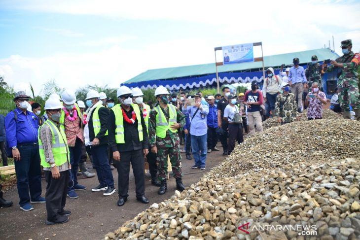 Pembangunan awal jembatan gantung Durian Sebatang Rp5,7 miliar dimulai