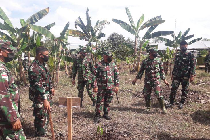 Korem 121/Abw tanam 500 pohon di Sungai Ukoi