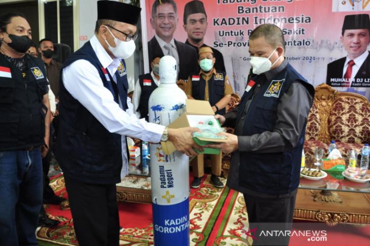 KADIN serahkan bantuan 200 tabung oksigen untuk RS di Gorontalo