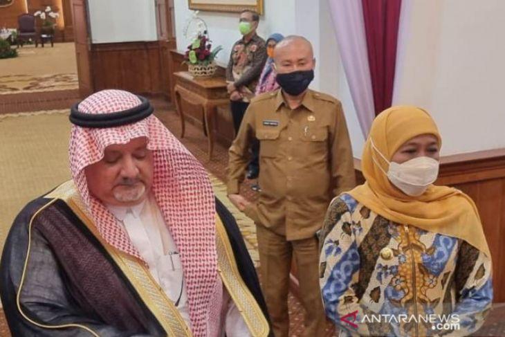 Gubernur Khofifah bahas vaksin jamaah umrah dengan Dubes Arab Saudi