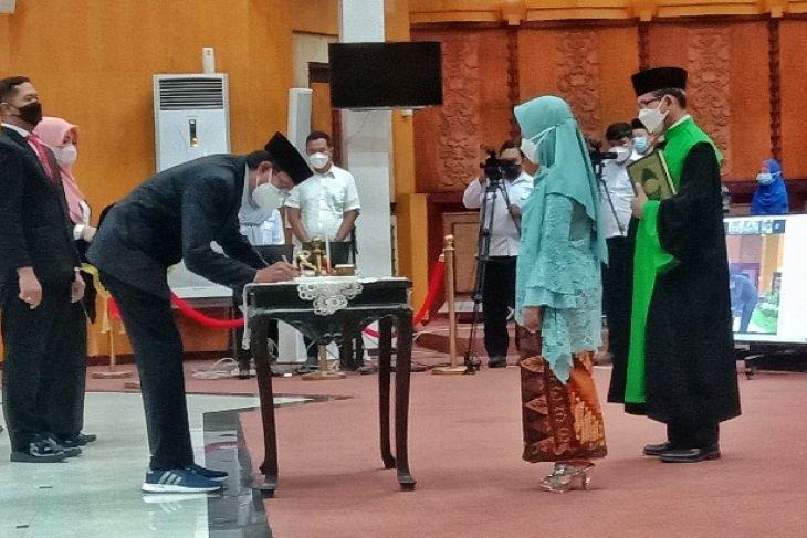 Zuhrotul Mar'ah resmi dilantik jadi anggota DPRD Kota Surabaya