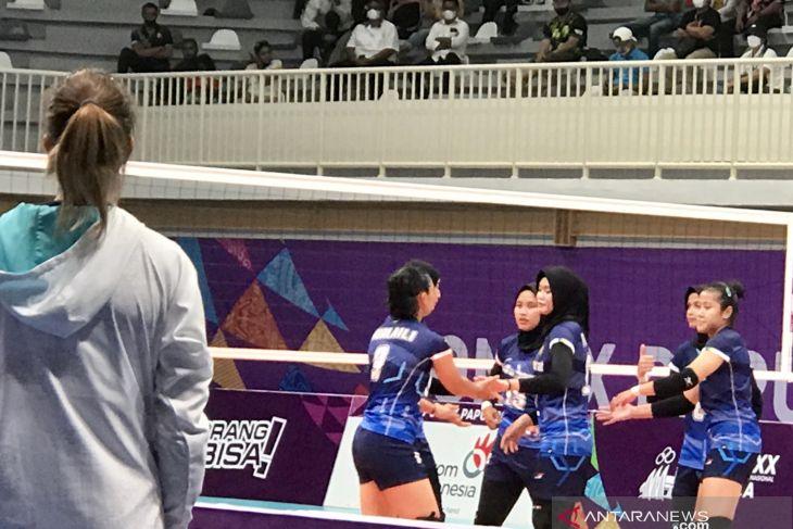 PON Papua - Adu cantik pemain Jabar dan Jateng di final voli putri