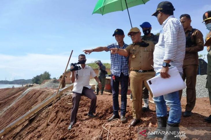 Bupati Aceh Jaya ingatkan rekanan selesaikan proyek strategis tepat waktu