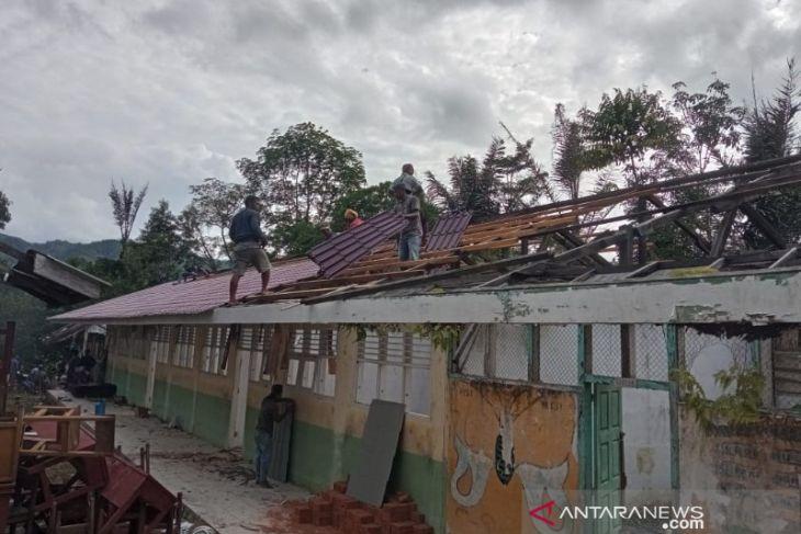 DPRD Padangsidimpuan desak Polisi tangkap pelaku pencurian atap SD Negeri 200218