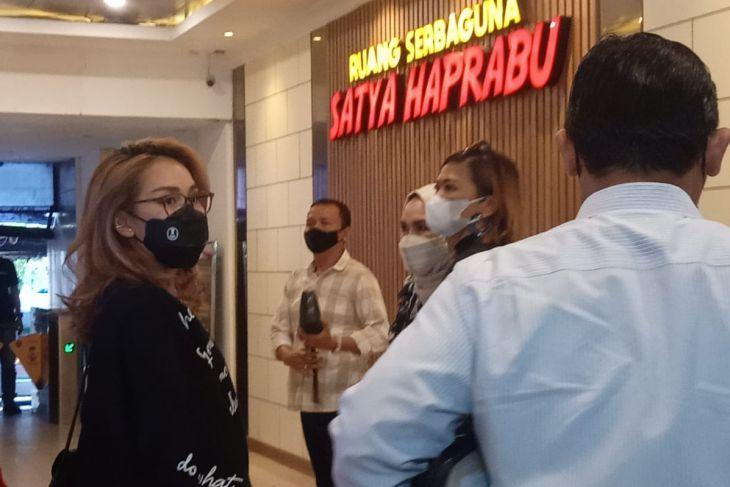 Orang tua Ayu Ting Ting penuhi panggilan  Polda Metro