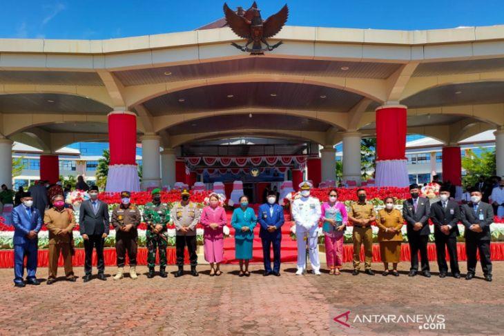HUT ke 22 Provinsi Papua Barat masih dipimpin Dominggus Mandacan