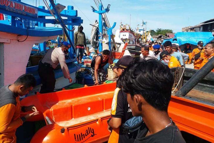Tim SAR masih dua nelayan Aceh Timur ditabrak kapal tanker