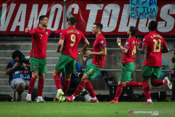 Cristiano Ronaldo mencetak trigol saat Portugal gilas Luksemburg 5-0