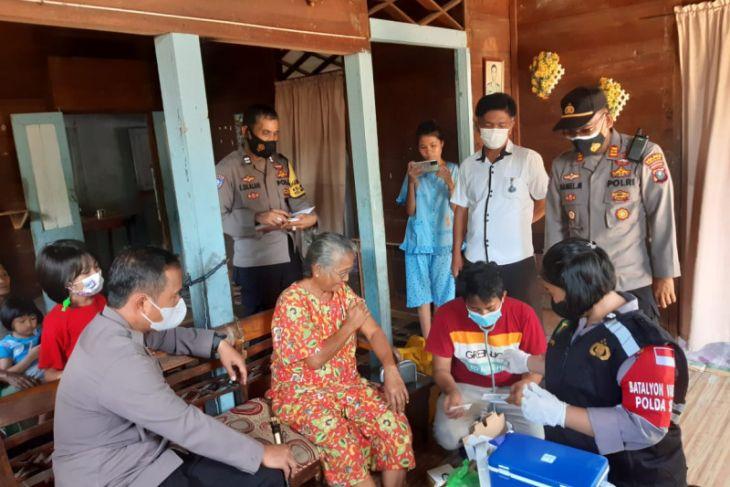 Polres Sibolga laksanakan vaksinasi bagi lansia secara door to door