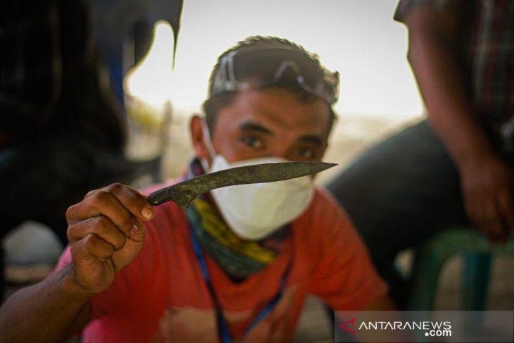 Pemuda Aceh Utara dilatih membuat rencong