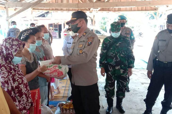 Polsek Salapian bantu delapan korban kebakaran Kutambaru