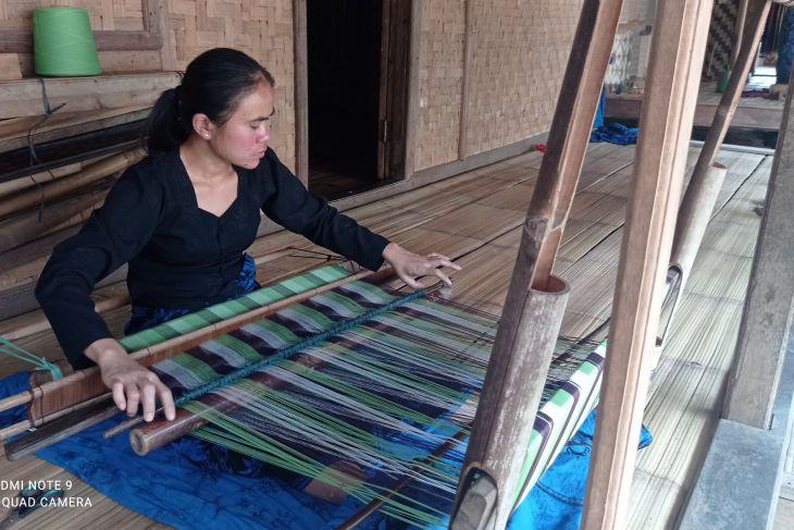 Di saat pengrajin kain tenun Suku Badui kembali bangkit