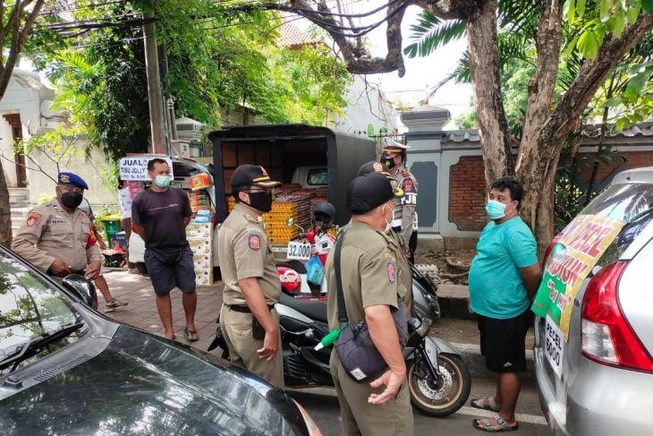Satpol PP Bali ingatkan pedagang bermobil tak gunakan badan jalan