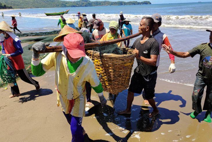 BMKG ajak masyarakat waspadai siklus 100 tahunan tsunami di pesisir Jawa