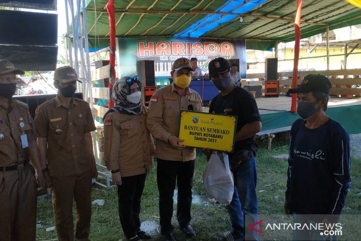 Bupati Kotabaru serahkan bantuan ke msyarakat desa