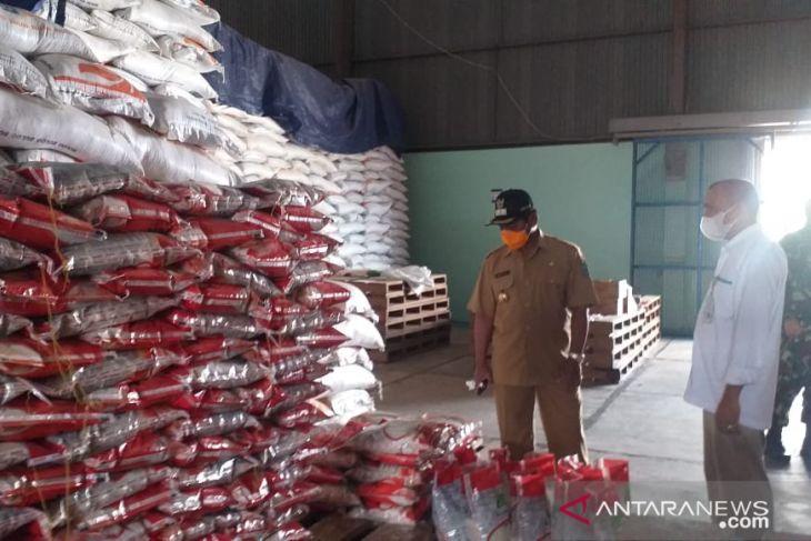 Perum Bulog Belitung memastikan stok beras cukup sampai akhir tahun