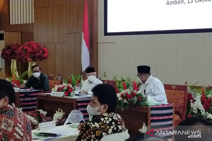 Vice President leads meeting on ending extreme poverty in Maluku