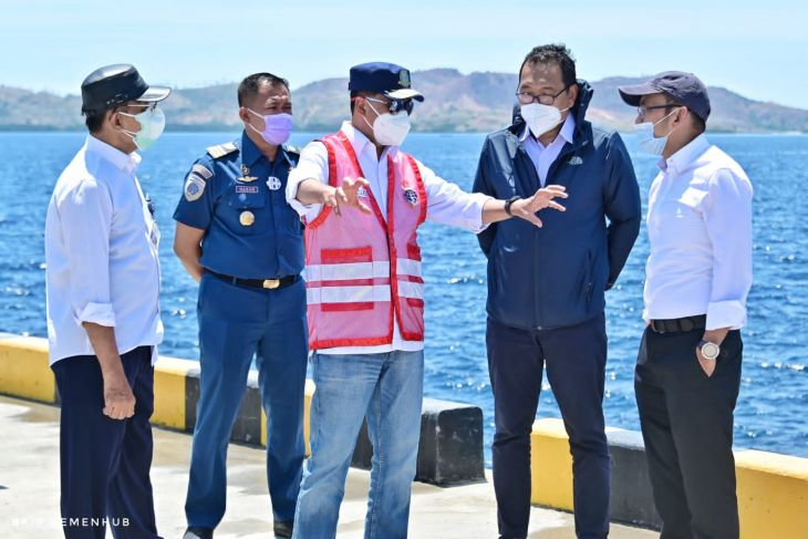 Minister Sumadi reviews readiness of NTT's first logistics terminal