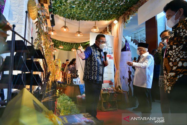 Wapres terpikat kerajinan miniatur perahu dari kayu langka dari Tanimbar jajaki pasar ekspor