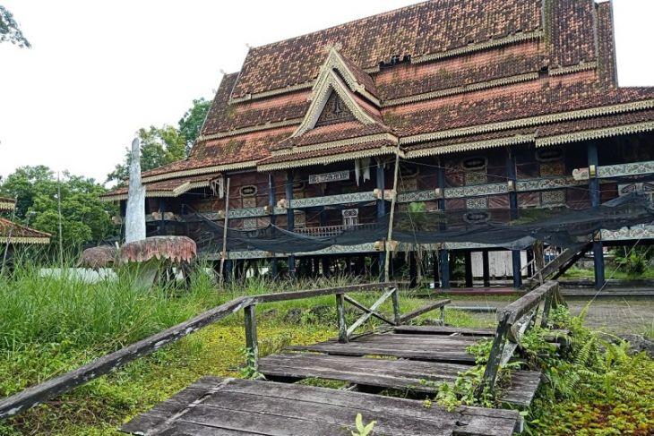 Bangunan Anjungan di kompleks MTQ Jambi mulai lapuk