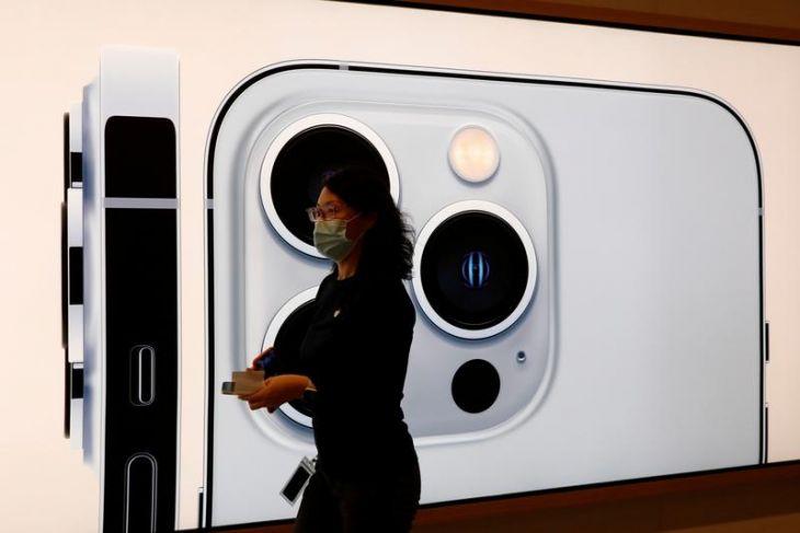 Apple akan pangkas produksi iPhone 13 karena krisis chip