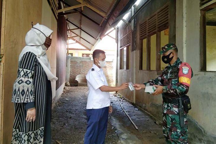 Prajurit TNI salurkan paket obat kepada warga jalani isoman COVID-19