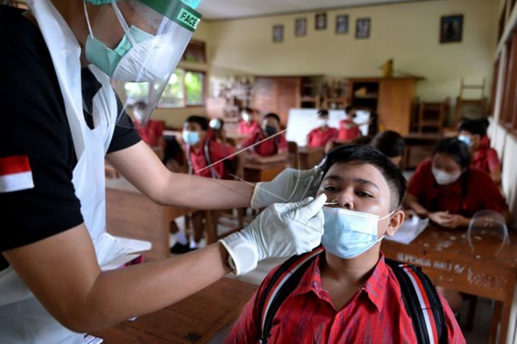Tes antigen secara acak bagi pelajar