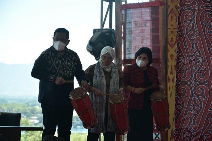 Di Konferensi Internasional Heritage Toba, Bupati Dairi perkenalkan Tenun Ulos Silalahi