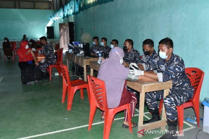 TNI AL gencarkan vaksinasi masyarakat maritim di Sorong