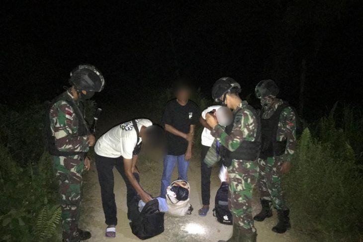 Satgas Pamtas tangkap delapan PMI ilegal berusaha masuk ke Malaysia