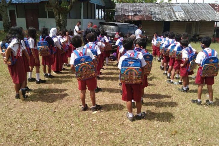 PT STP bagikan masker dan tas dukung sekolah tatap muka