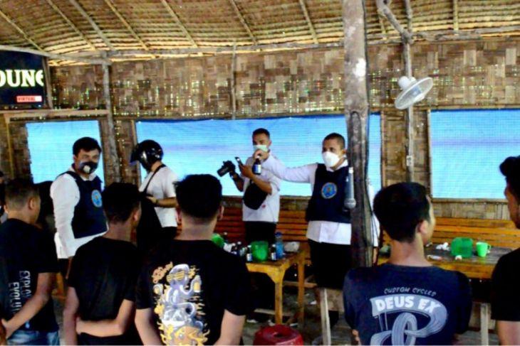 17 remaja lagi asyik di cafe diamankan BNN Langkat