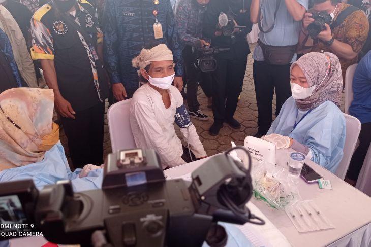 Dua warga Badui Dalam jalani vaksinasi COVID-19