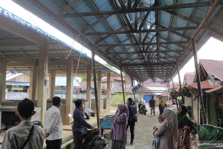 Kanopi di Blog G Pasar Keramat Barabai rusak dan membahayakan warga